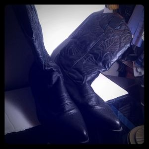 1 pair of Eastside size 13 Black Womens Boots.